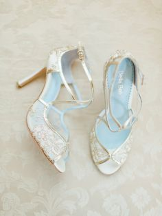 Glamour meets lady-like vintage embroidered lace gold wedding shoes with embroidered gold lace and criss cross gold leather straps. Shop gold wedding heels now! Bridal Accessories, Bridal Jewelry, Jewelry Accessories, Gold Wedding Shoes, Lace Wedding, Vintage Wedding Shoes, Trendy Wedding, Elegant Wedding, Blue Bridal Shoes
