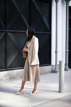 Essential work wardrobe pieces every woman should have in her closet Workwear Fashion, Office Fashion Women, Womens Fashion For Work, Work Fashion, Fashion Outfits, Workwear Women, Fashion Shoot, Women's Fashion, Office Outfits
