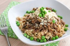 Šošovicový tanier s hráškom, hubami a ryžou Vegetarian Main Course, No Cook Meals, Fried Rice, Tofu, Quinoa, Grains, Food And Drink, Snacks, Cooking