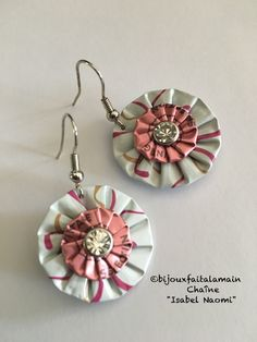 K Cup Crafts, Diy And Crafts, Chat Crochet, Bijoux Fil Aluminium, Fabric Necklace, Beads And Wire, Holiday Ornaments, Handicraft, Fabric Crafts