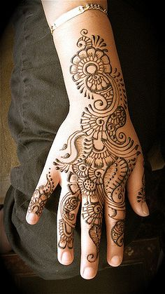 Flowers and Henna and Mehndi design tattoo, Henna and Mehndi design tattoos Mehndi Tattoo, Henna Tattoo Designs, Tatoo Hindu, Henna Tatoos, Henna Designs Easy, Beautiful Henna Designs, Mehndi Designs For Hands, Mandala Tattoo, Paisley Tattoos