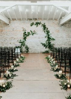 All white barn wedding with some greenery details is everything <3 In love <3