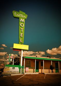Cactus Motel on Route 66 vintage neon sign Route 66 Usa, Old Route 66, Route 66 Road Trip, Historic Route 66, Travel Route, Old Neon Signs, Vintage Neon Signs, Old Signs, Vintage Ads