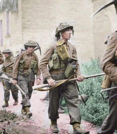 British Army Uniform, British Soldier, Epsom, Canadian Soldiers, Ww2 Uniforms, British Armed Forces, Army Infantry, Military Modelling, Military Veterans