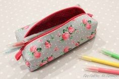 pencil case - the tutorials Diy Trousse, Diy Sac, Girly Gifts, Couture Bags, Couture Sewing, Clutch Wallet, Bag Making, Purses And Bags, Crayon