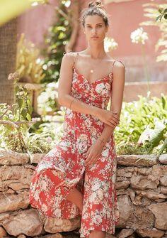 Floral Fashion, Vintage Fashion, Hawaiian Summer Dresses, Moda Floral, Red Midi Dress, Boho Skirts, Vintage Style Dresses, Festival Wear, Boho Outfits