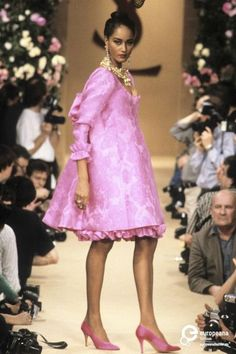 Yves Saint Laurent, Spring-Summer Couture More - fashion Style Couture, Couture Mode, Couture Fashion, Runway Fashion, Fashion Models, 80s And 90s Fashion, High Fashion, Fashion Show, Fashion Outfits