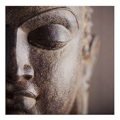 Schilderij Boeddha gezicht close-up 24x24 cm | goedkoop kopen € 2,95 | Schilderijen | Wonen | Online Winkel | Discount Postorder Warenhuis Budgetland