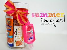Best Teacher Appreciation Gifts : Raising up Rubies: summer in a jar . ♥ Great idea for a summer birthday or teacher appreciation gift Diy Gifts In A Jar, Mason Jar Gifts, Easy Diy Gifts, Simple Gifts, Creative Gifts, Homemade Gifts, Craft Gifts, Cute Gifts, Mason Jars