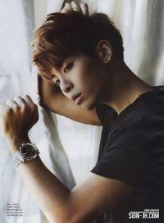 #wattpad #fanfic Kim KiBum regresa después de siete años en Estados Unidos a Corea, la vida le traerá nuevas amistades como también el amor... pero ¿Cómo actuara KiBum cuando se de cuenta de que ama a su profesor?... Kim JongHyun,además de ser una persona mayor...es su profesor, algo muy mal visto en varios lugares...