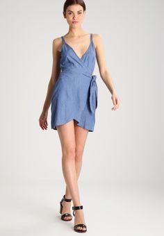 8ab2a9076b1 ¡Consigue este tipo de vestido vaquero de The Fifth Label ahora! Haz clic  para