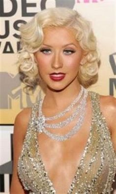love her and this hair and her with this style; show me how you burlesque!-tara