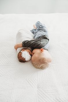 lifestyle newborn photography in seattle Newborn Pictures, Baby Pictures, Newborn Sibling Pictures, Newborn Fotografie, Baby Kicking, Lifestyle Newborn Photography, Photography Props, Newborn Sibling Photography, Babies Photography