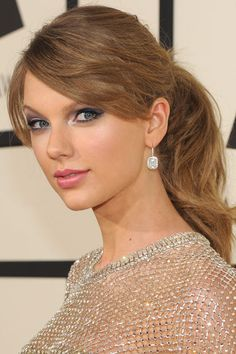 The 10 Beauty Moments You Can't Miss from Last Night's Grammy Awards - Taylor Swift