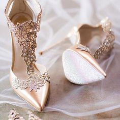 The perfect bridal shoes for your wedding! All heel heights. Get your wedding shoes here! Cute Shoes, Me Too Shoes, High Heels Stiletto, Shoe Boots, Shoes Heels, Heeled Boots, Designer Wedding Gowns, Designer Gowns, Wedding Dresses