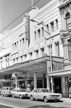 Majestic Theatre, Willis Street, Wellington, and cars parked alongside. Photograph taken circa 15 November 1983 by Evening Post staff photographer . Wellington City, Wellington New Zealand, Christchurch New Zealand, Library Pictures, New Zealand Landscape, British Isles, What Is Like, Genealogy, Old Photos