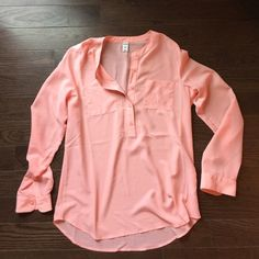 Pinky, coral long sleeve tunic This pinky, coral long sleeve tunic looks great w a cami and jeans. It's comfortable fit can be dressed up or down and it can be worn year round. Old Navy Tops Tunics