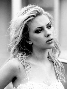 The untold truth of Scarlett Johansson - finalrecipe Scarlett Johansson, Hollywood Walk Of Fame, Hollywood Stars, Beautiful Actresses, Actors & Actresses, Scarlett And Jo, Natasha Romanoff, Gal Gadot, Belle Photo