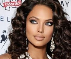 Most Beautiful Faces, Beautiful Lips, Beautiful Women Pictures, Brunette Makeup, Brunette Beauty, Hair Beauty, Belle Silhouette, Pretty Eyes, Woman Face