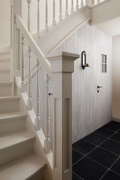 Spijlen trap - Lilly is Love Black Stairs, Swedish Cottage, Cosy House, Beautiful Stairs, Cottage Style Homes, House Inside, Stairways, White Walls, My Dream Home