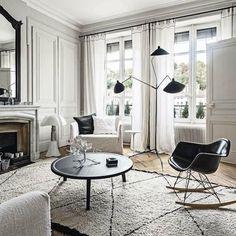 Black and White Living Room #living #livingroominspo #interiors #interiordesign #inspo #furniture #furnitureinspo #sofa #coffeetable #timber #timberfloors #rug #blackandwhiteinteriors
