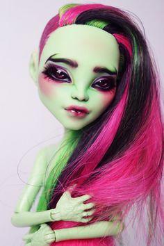 Monster High OOAK Venus McFlytrap Faceup von Beautidolls auf Etsy