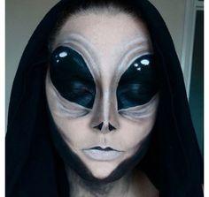 alien halloween make up Alien Halloween Makeup, Maquillaje Halloween, Scary Makeup, Halloween Looks, Creepy Halloween, Makeup Art, Sfx Makeup, Face Paint For Halloween, Alien Makeup Ideas