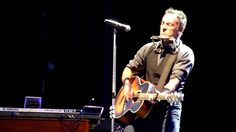 "Bruce Springsteen Live Acoustic performance of Lorde's ""Royals"" - Mt Smart Stadium, Auckland 1-3-2014"
