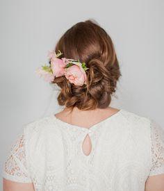 Um tutorial simples para um penteado de noiva Lindo! <3   #revistacasare #penteadodenoiva #DIY #tutorial #casare #sitesdecasamento