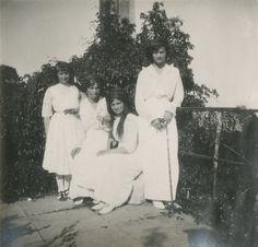 Grã-duquesas Anastasia Nikolaevna, Olga Nikolaevna, Marie Nikolaevna e Tatiana Nikolaevna em Oreanda, Crimeia, em 1914.