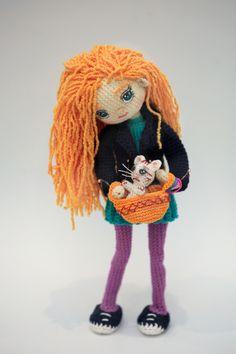 Интерьерная кукла Аллочка с котенком. Рост 23см.