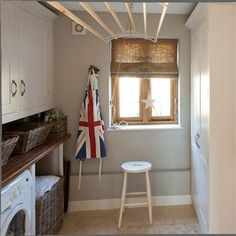 Small white utility room with traditional clothes hanger and roman shade Small Utility Room, Utility Room Designs, Small Rooms, Small Spaces, Traditional Paint, Traditional Clothes, Drying Room, My Ideal Home, Room Shelves