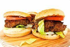 Ik kijk graag kookprogramma's. Toen ik de hamburger van Gordon Ramsay voorbij zag komen en iedereen zag genieten, ben ik op zoek gegaan naar het recept van dit toppertje. Gevonden, en wel hier. Maar wat is dit een simpele ingrediëntenlijst? Toch benieuwd hoe die hamburger zal smaken. Alles in een