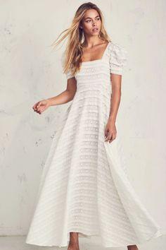 Elegant White Dress, Classy Dress, Looks Hippie, Floral Bridesmaid Dresses, Wedding Dresses, Wedding Attire, Green Wedding Shoes, Fashion Over 50, Women's Fashion