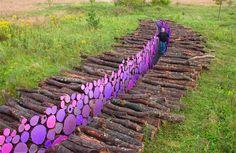 artist Michael McGilles-land art-troncos pintados-instalación-arte