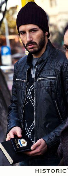 Francesco Scianna indossa una giacca di Historic durante le riprese del film Le cose che restano.  #francescoscianna #lecosecherestano #historic #modauomo #menfashion