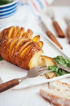 Hasselback potatoes with creamy spinach and ramps sauce (vegan option) - HONEST PLATES Creamy Spinach, Hasselback Potatoes, Russet Potatoes, Vegan Options, Tempura, Nigella, Tofu, Vegan Recipes, Kitchens