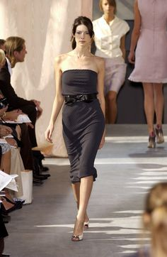 She wore a beautiful Louis Vuitton's dress (Spring 2016) yesterday at the Cannes Festival. There she was for Louis Vuitton Spring/Summer 2003.
