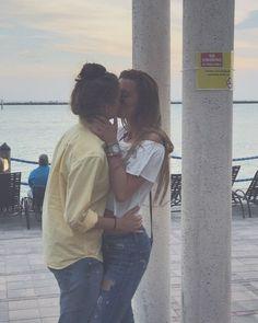 Zoenen lesbo