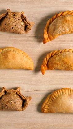 Sentimental Situation: love for empanadas forever. Mexican Food Recipes, Dessert Recipes, Deli Food, Food Dishes, Love Food, Baking Recipes, Food Porn, Food And Drink, Yummy Food
