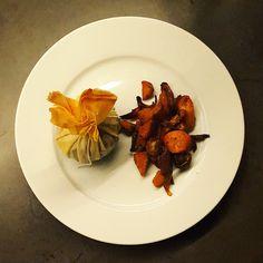 Variation sur le canard aux figues et aux amandes… après mon parmentier à la patate douce, voici l'aumônière, ultra-simple et parfaite pour un plat de fête. Je l'ai accompagnée de ma ratatouille de légumes d'hiver qui se marie très bien et apporte du moelleux à ce plat croquant-croustillant. Voici ma petite recette. La recette Préparation...Lire la suite