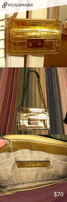 """Michael Kors Clutch (W/ Strap) 🔥Authentic gold Michael Kors """"grab and go"""" purse equipped with gold chain straps! Only used once for a Marine Corps Ball 💃🏼 Michael Kors Bags Shoulder Bags"""