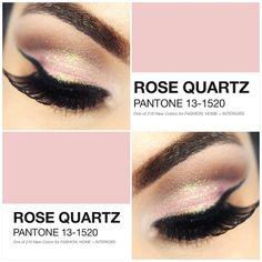 """""""Viram que a Pantone definiu a cor do verão de 2016? É a Rose Quartz! Achei fofa  E essa make vocês já encontra no canal…"""""""