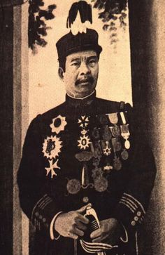Phnom Penh, Cambodia --- King Monivong in Ceremonial Attire --- Image by © CORBIS © Corbis. All Rights Reserved. Cambodian People, Phnom Penh, Southeast Asia, Christmas Sweaters, Royalty, King, Traditional, Country, Painting