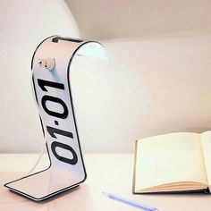 Studio Regev, based in Israel, upcycled a license plate and turned it into a minimalist desk lamp called Plate Lamp. The result is a unique piece of lighting. Art Desk, Desk Lamp, Flash Studio, Home Design, Minimalist Desk, Folding Desk, License Plate Art, Desk Name Plates, Desk Light