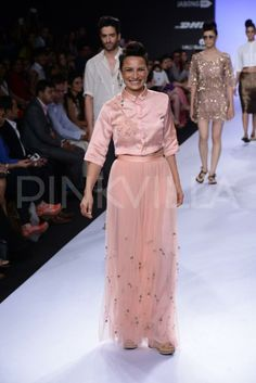 Adhuna Akhtar walks for Asmita Marwah at the LFW | PINKVILLA