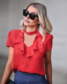 "1,181 curtidas, 29 comentários - Unique Chic (@uniquechicoficial) no Instagram: ""Blusa de crepe com babado e gola choker. Must have! @bianca_petry #newcollection #summer18…"""