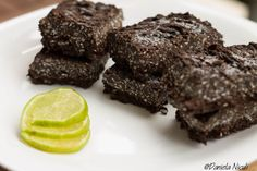 Batoane cu cocos Coco, Low Carb, Cooking Recipes, Cookies, Chocolate, Desserts, Banana, Biscuits, Cooker Recipes