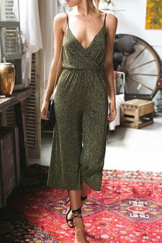 High Waist V-neck Loose Jumpsuit ==