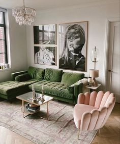 Home Living Room, Living Room Designs, Living Room Interior, Living Room Decor Green Couch, Luxury Living Rooms, Living Room Decorating Ideas, Home Decorating, Modern Living Room Design, Dark Living Rooms